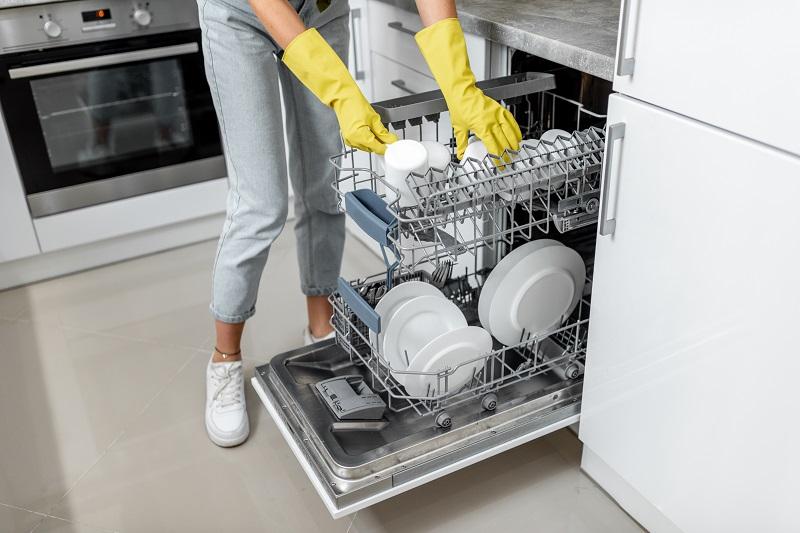 Jak kupić dobrą zmywarkę i jak o nią dbać? Sprawdź już teraz!