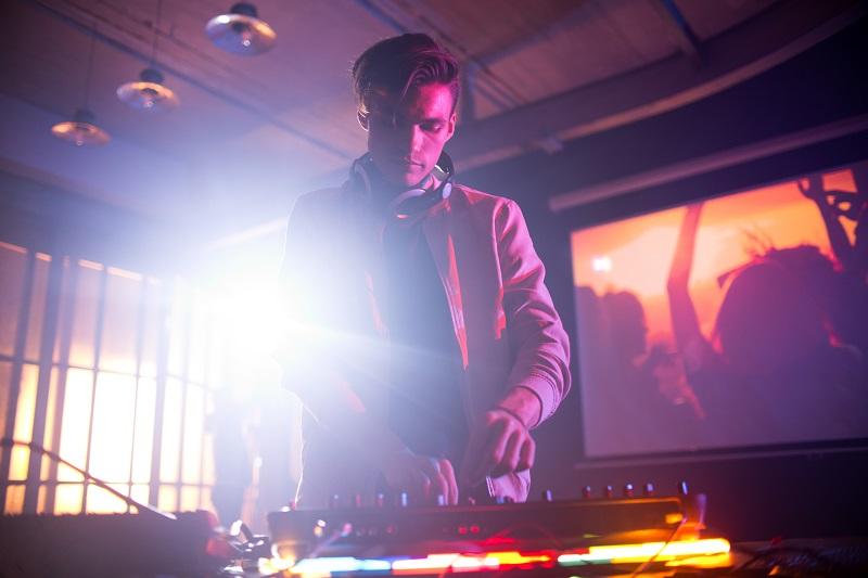 Kurs DJ – trampolina dla kariery i świetna przygoda!