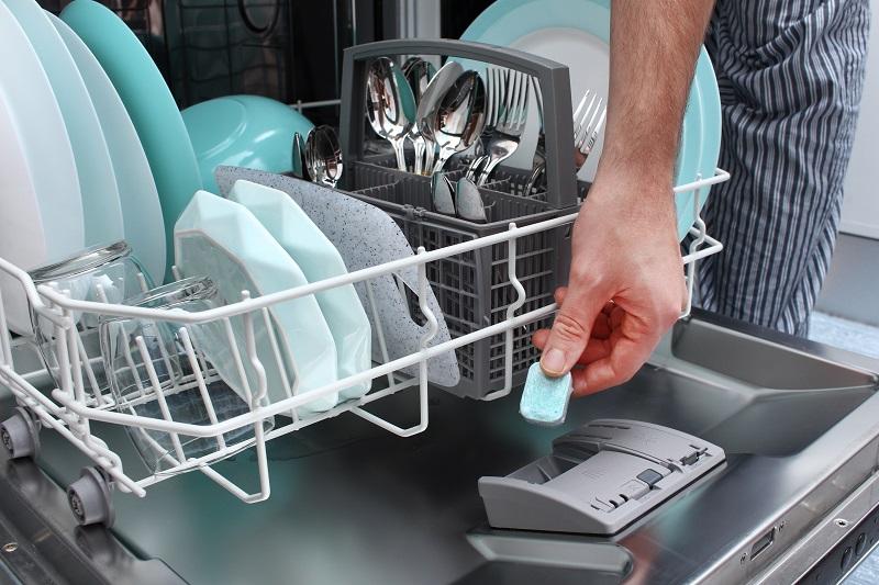 Nabłyszczacz do zmywarki – efekt nieskazitelnej czystości naczyń