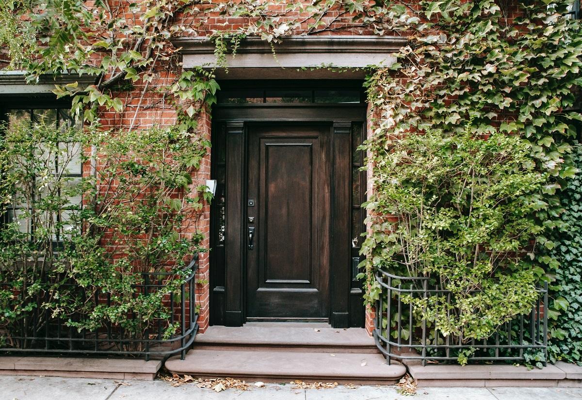 Dystrybucja drzwi Barański – pielęgnacja drzwi drewnianych