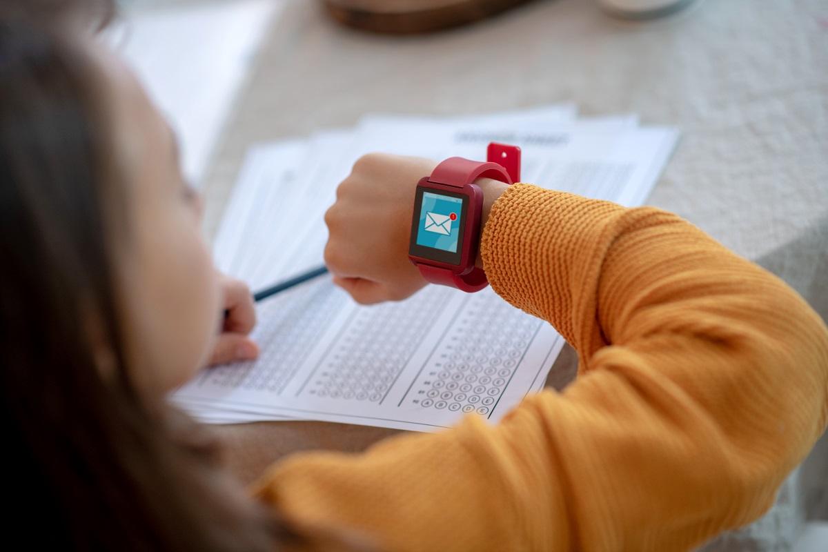 Zegarek z telefonem dla dzieci – na jaki się zdecydować?